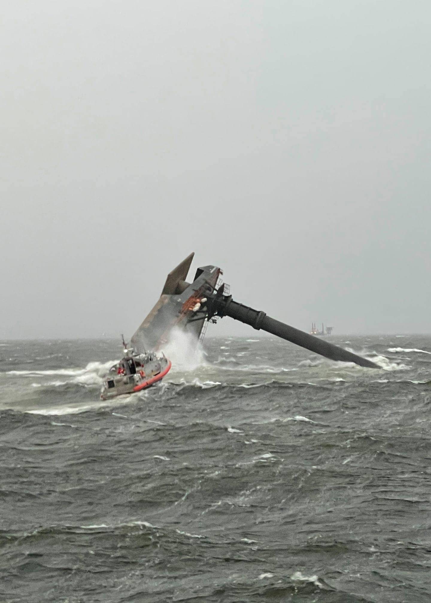 墨西哥湾商业船倾覆,1人死亡 12人失踪