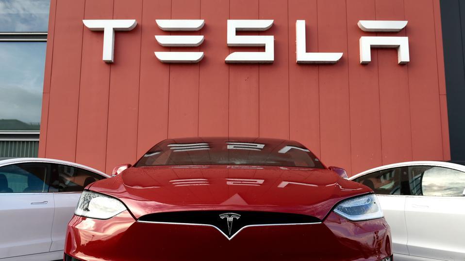 美股三大指数全线回调,特斯拉再惹刹车风波拖累新能源汽车