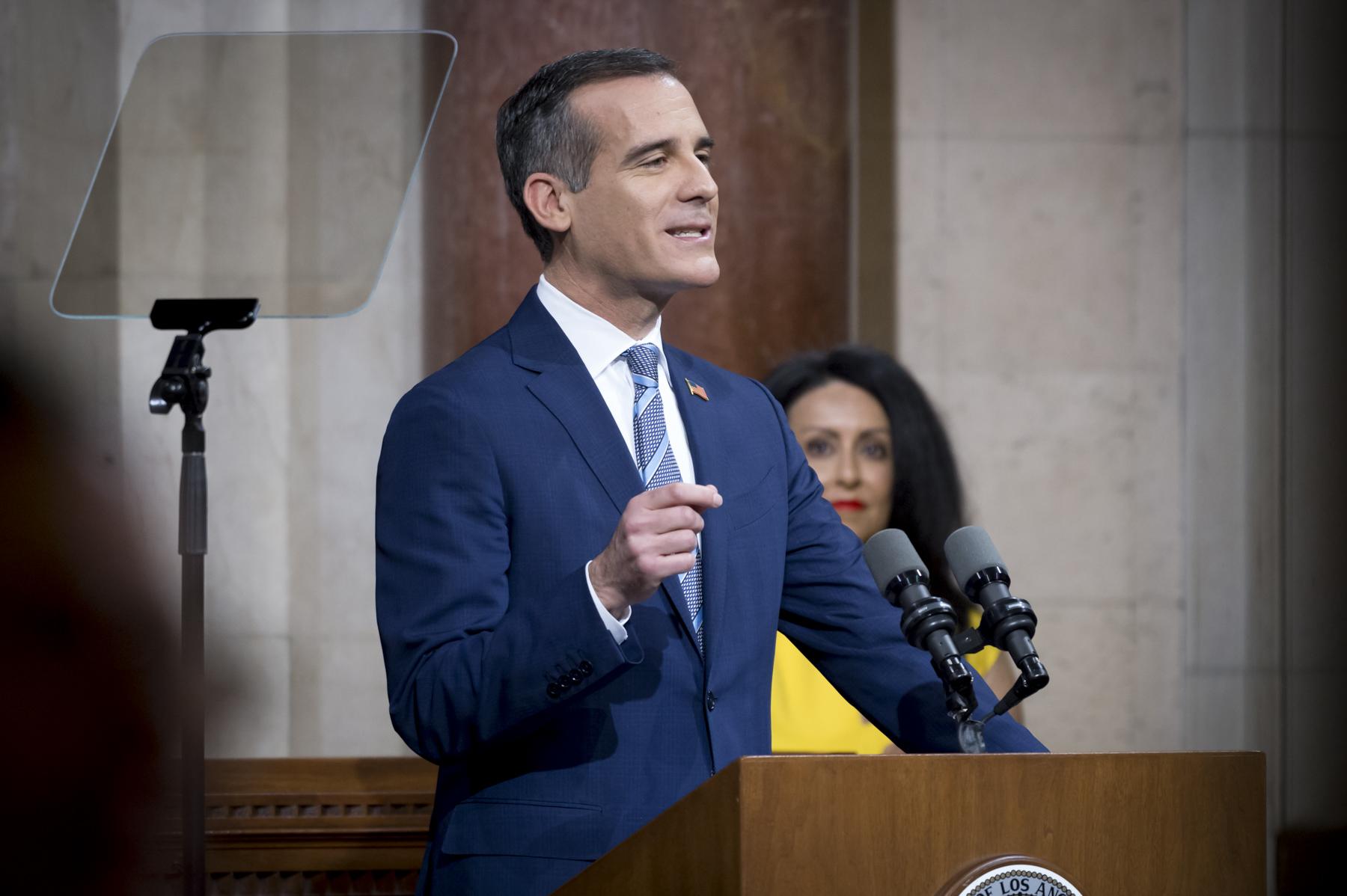 洛杉矶市长计划为低收入家庭每月发放1000美元补贴