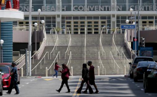 长滩会议中心收留首批150名无证儿童移民