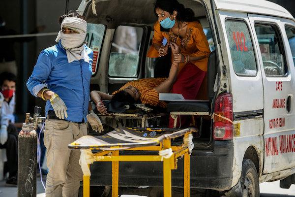 """""""这次像火箭一样""""- COVID如何在印度蔓延"""