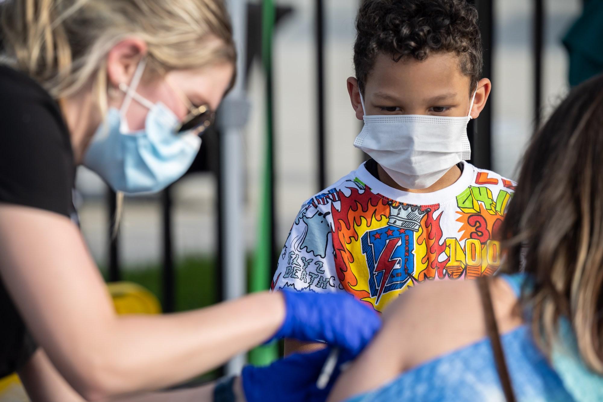 洛杉矶周四起为12至15岁的青少年提供辉瑞疫苗
