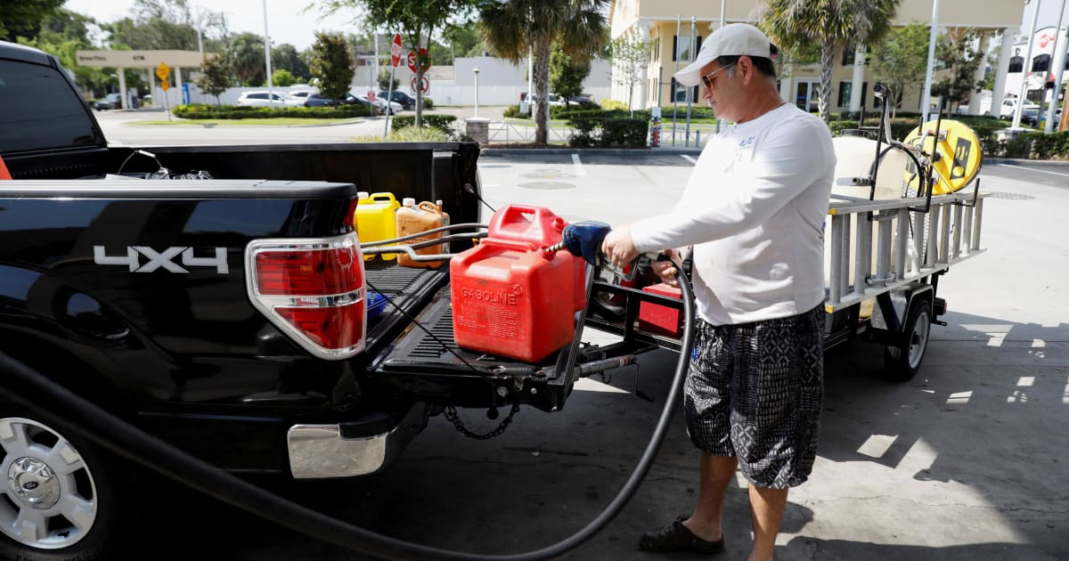 拜登宣布将采取行动应对美国汽油短缺问题