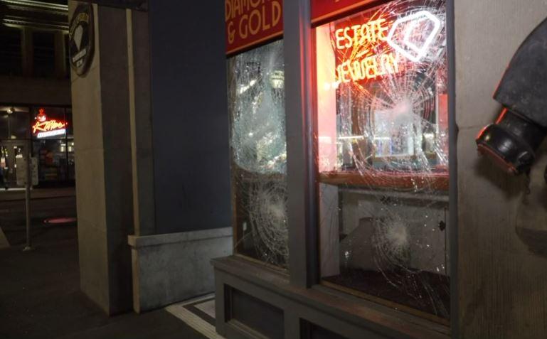 波特兰纪念弗洛伊德活动变暴力示威