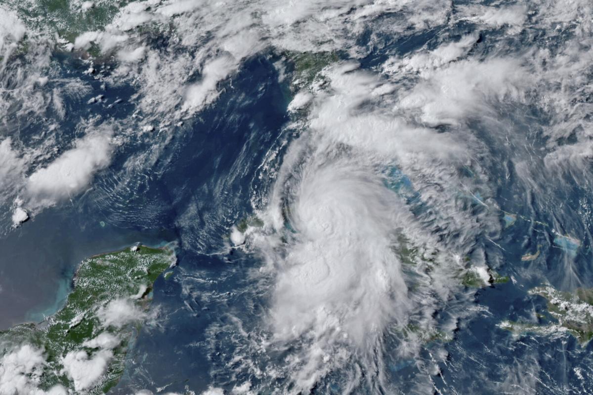 """佛州900万人受热带风暴""""艾尔莎""""威胁"""