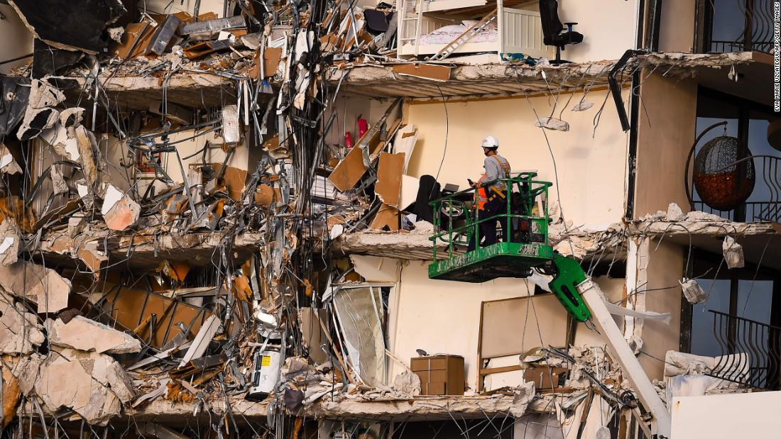 迈阿密公寓坍塌现场寻获10具遗体
