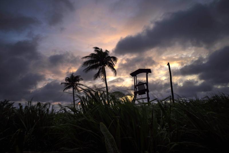 热带风暴艾尔莎席卷佛罗里达州,Key West水域9人失踪