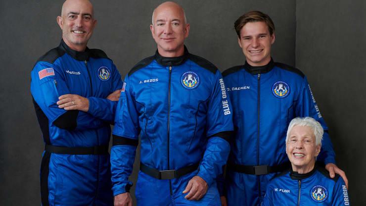 世界首富贝索斯开启首次太空之旅