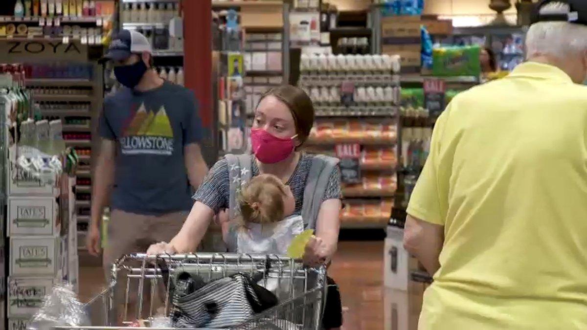 加州累计17个县敦促居民实施室内口罩限制