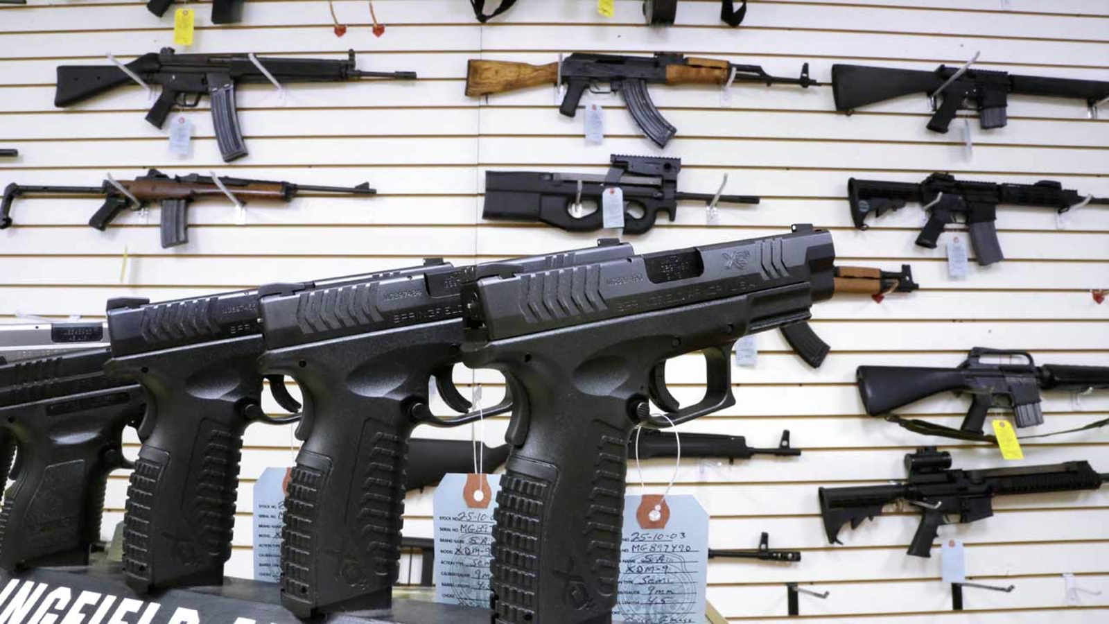 司法部出台新措施打击枪支贩运问题
