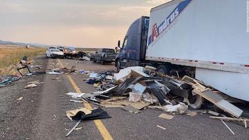 犹他州沙尘暴致20辆汽车相撞 8人死亡多人受伤