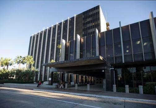 橙县高等法院出现两起新冠,院内再度执行口罩令