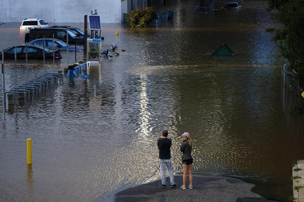 飓风艾达在美东北地区引发洪水,造成至少45人死亡