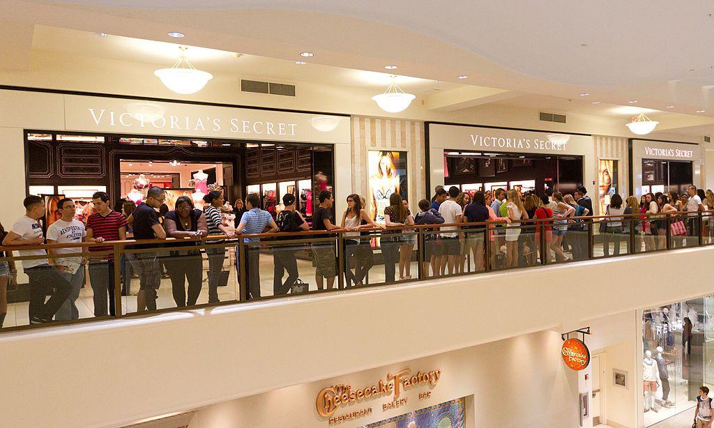 """劳工节南加州大批消费者涌入购物中心""""避暑"""""""