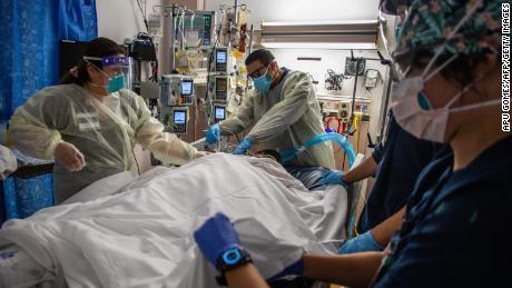9/8 美国疫情更新:年长者和基础病患者突破性感染的重症风险更高;新冠疫苗不会增加流产风险