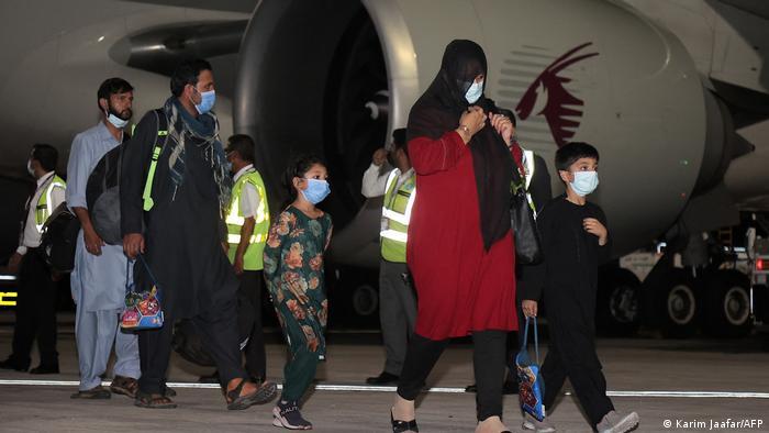 塔利班配合护送美国包机离开阿富汗