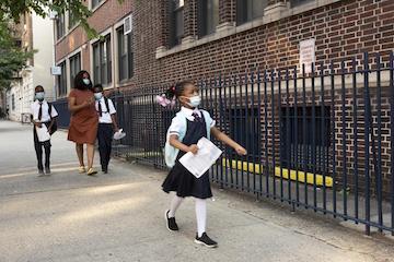 9/13 美国疫情更新:纽约市公校迎来开学里程碑,百万学生返校上课;专家:目前不适宜推出疫苗加强针