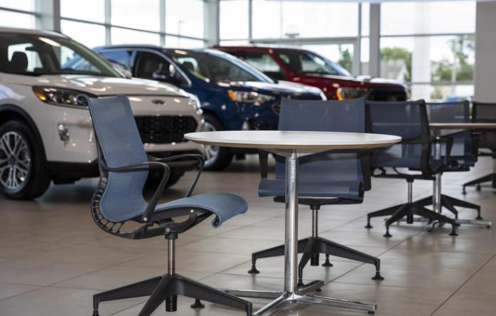 美国车行受疫情影响仍有7万名销售无法回到岗位